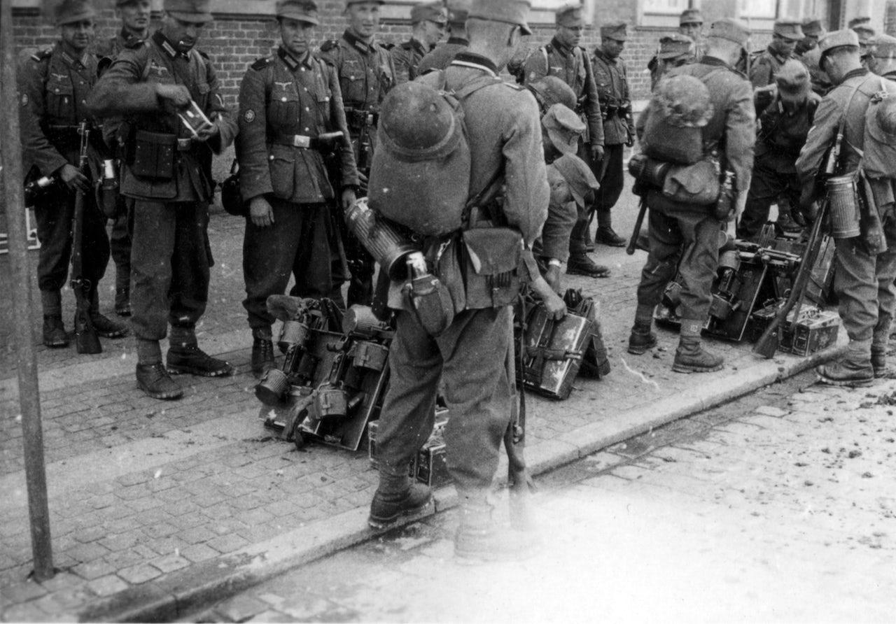 Wehrmacht soldiers, 1940