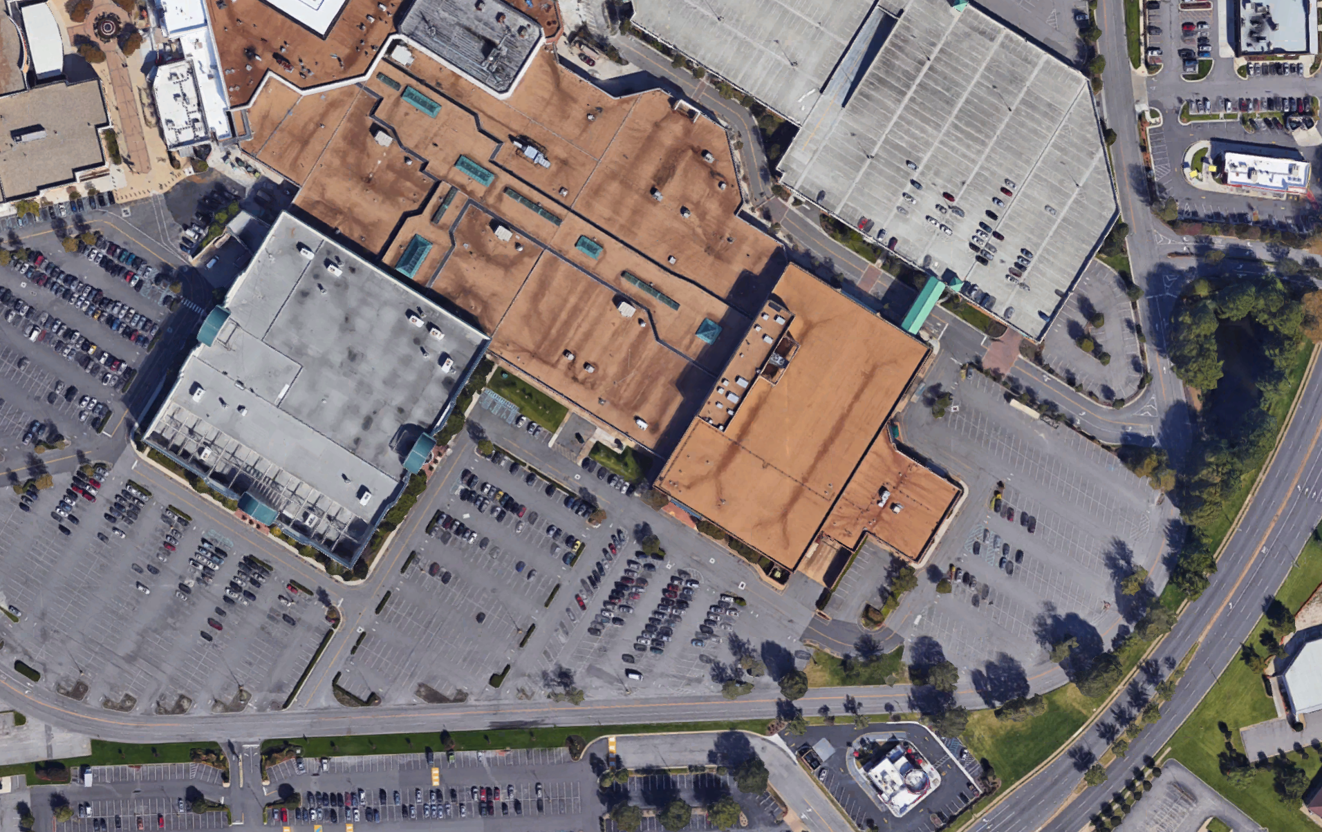 J.C. Penney's troubles are reflected in satellite images of its parking lots