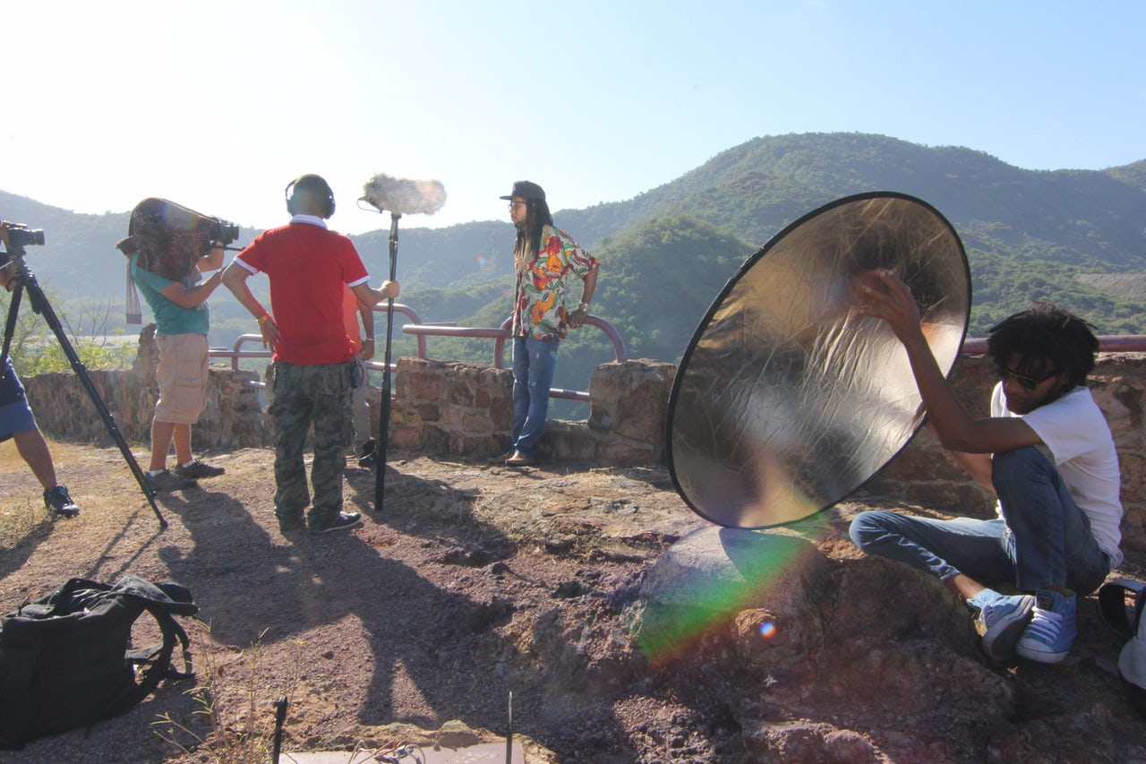 Dj Jigüe shoots a scene for the documentary Bakosó.
