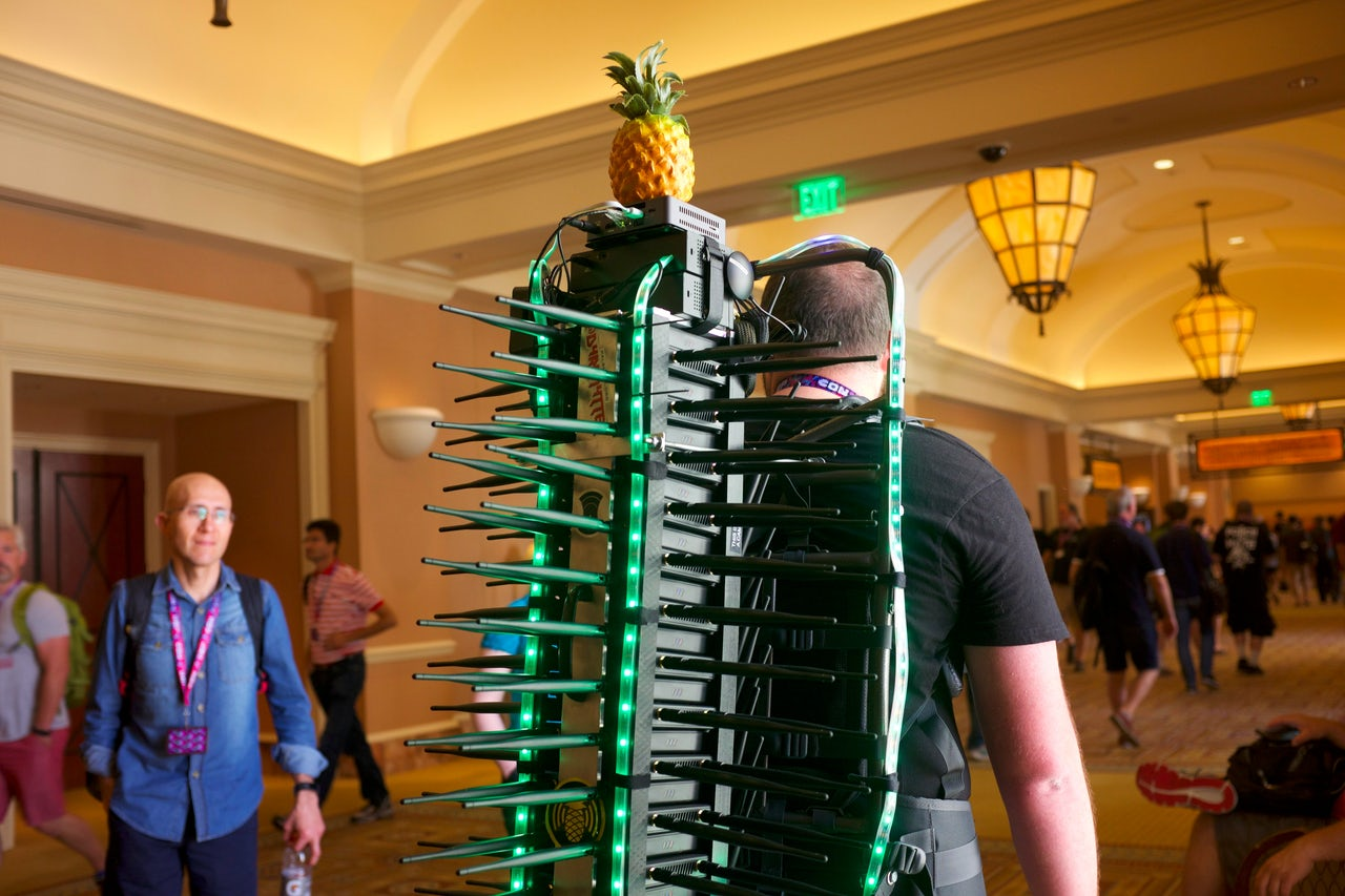 This guy hunted Wi-Fi hackers using a giant backpack made out of