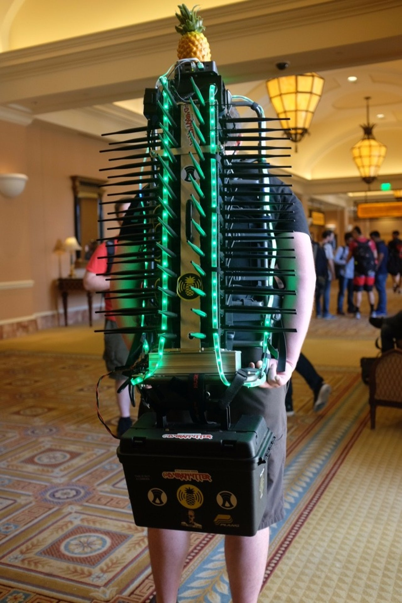 This guy hunted Wi-Fi hackers using a giant backpack made