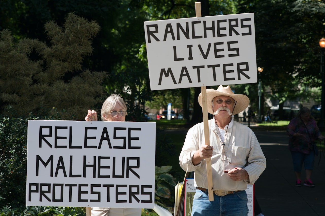 Bundy supporters outside the 2016 trials of Malheur occupants.