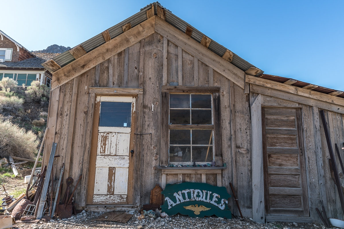 Abandoned store in Cerro Gordo